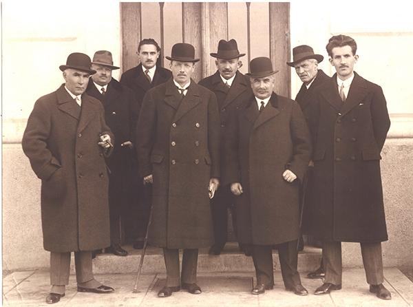 A Gyulai Városi Múzeum megnyitó ünnepségén 1930-ban-képen jobb szélen Implom József gyulai, a bal szélen Móra Ferenc szegedi múzeumigazgató.
