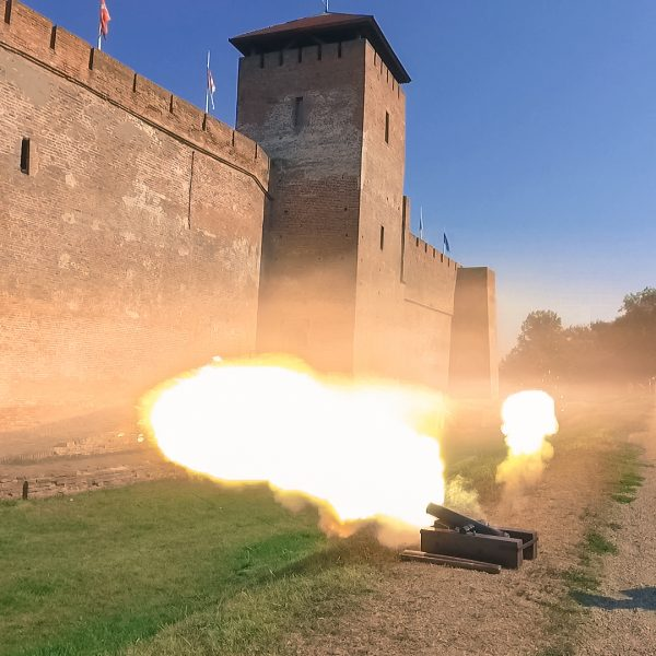 Lövések a várvédő hősök tiszteletére