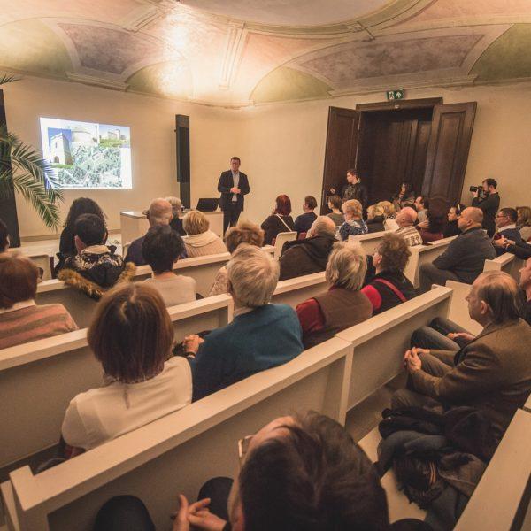 Egy ásatás kulisszatitkai – Liska András előadása a kastély kápolnájában
