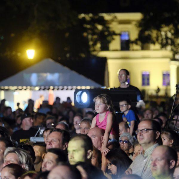 Székely népi játszóház, népzenei est és koncert a Várkertben