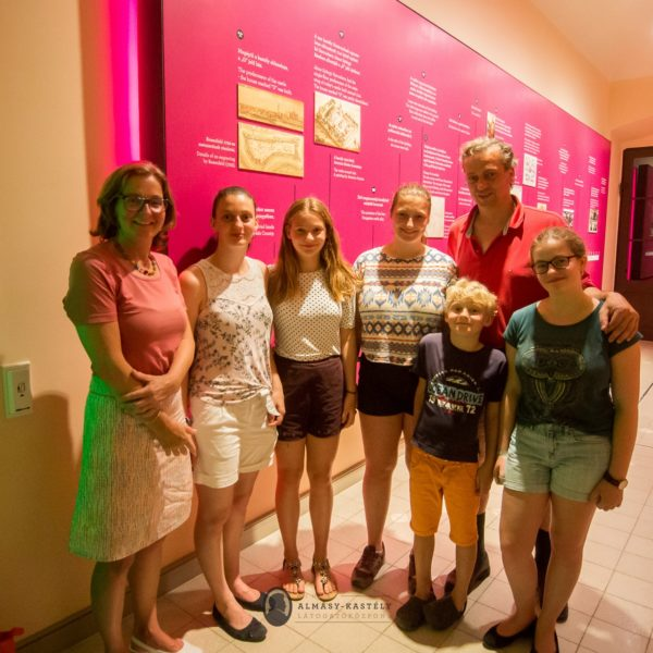 Prominens vendégek a gyulai Almásy-kastélyban