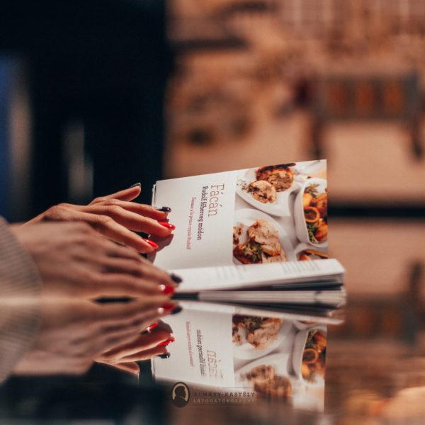 Hét nyelven beszél a gyulai Almásy-kastély frissen kiadott korabeli szakácskönyve