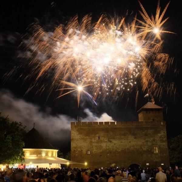 Mintegy 870 töltet robban a Gyulai Várnál tartandó tűzijátékon