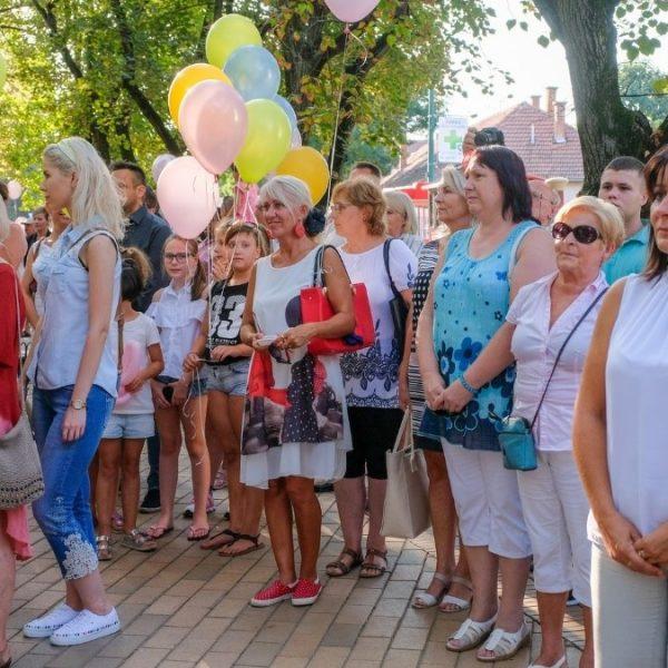 Átadták a felújított Szent Miklós parkot