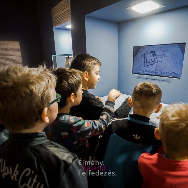 Egymásnak adják a kilincset az Almásy-kastély időszaki tárlatának látogatói