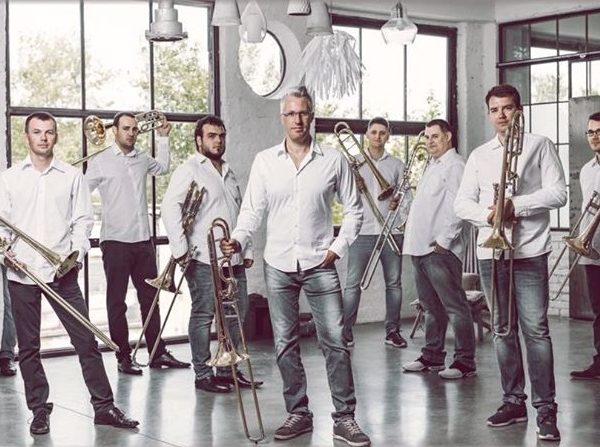 A Szeged Trombone Ensemble zenél a gyulai vár tövében