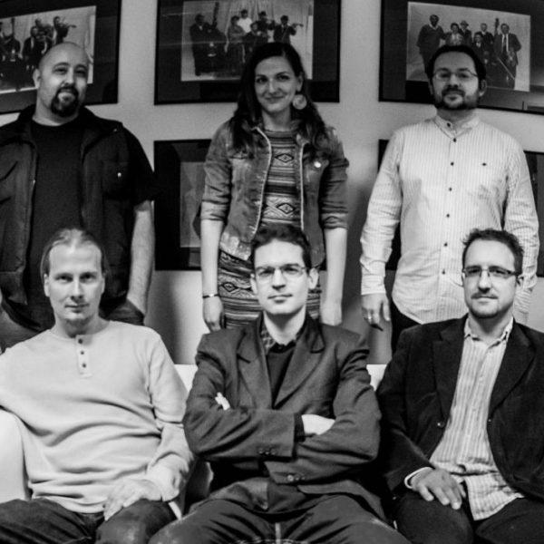 A Zűrös Banda ad koncertet a Várkertben